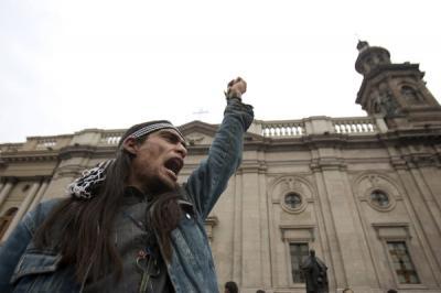 20100921233336-mapuche-lucha.jpg